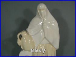 Ancienne Ceramique Orientaliste Femme Mauresque Porteuse D'eau Signee Roty