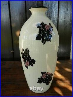 Céramique Art Déco Vase au décor de roses émaillées Signé Marcel Renson
