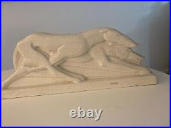 Ceramique Art deco craquelee representant une course de levriers