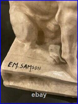 Ceramique craquelee représentant un chien avec son chiot signé EM. SAMSON
