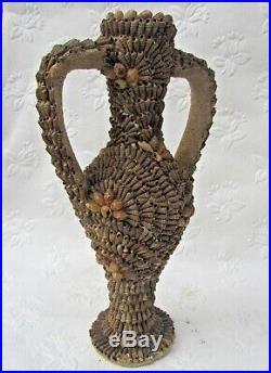 Ensemble de vases céramique couverts de coquillage années 50. Nouvelle calédonie