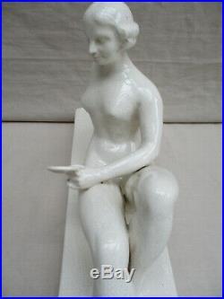 FRANCOIS LEVALLOIS CERAMIQUE CRAQUELEE femme au miroir