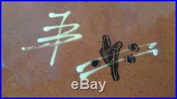 GRAND PLAT EN CERAMIQUE à décor JAPONISANT signé JB à identifier