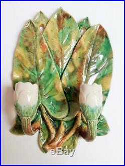 Paire de Bougeoirs en applique. Décor de nénuphar et escargot sur céramique. XXe