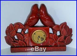 Pendule en céramique rouge Art déco Charles Lemanceau couple perruche St Clément