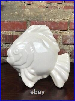 Poisson blanc en céramique craquelée style Art déco