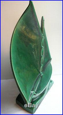 Sculpture céramique craquelée Art Déco, signée LEJAN Le Bateau à voiles vertes
