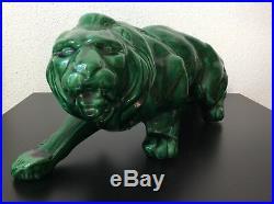 Statue sculpture animalière lion à laffût en céramique émaillée verte Art Déco