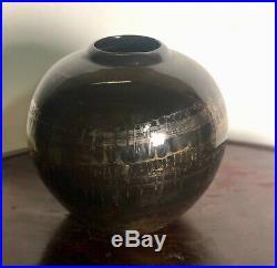 Vase boule de style Art Déco en céramique noir à décor argenté et doré