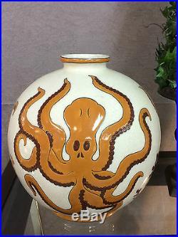 Vase boule en céramique émaillé style Art déco décor de pieuvre (Signé)